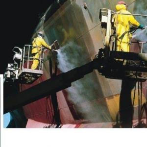 Empresa de limpeza casco de navio